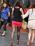 MM的红裙黑丝美*腿看起来相当养眼