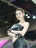穿黑色紧身皮裤的韩国长腿性_感车模 - 李晓_英